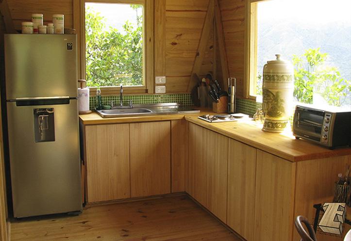 cocina con mueble de madera